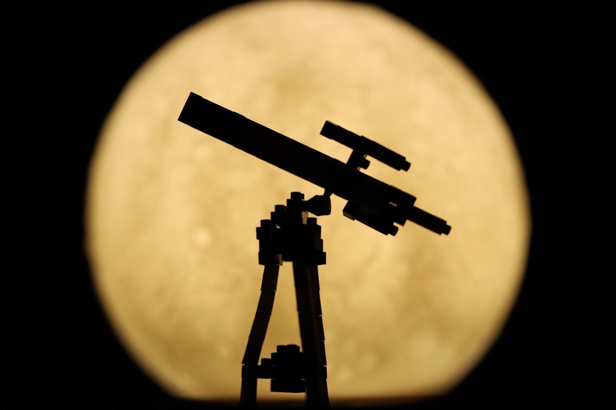 天体望遠鏡と月